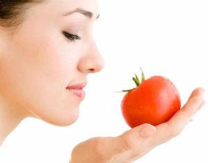 1004 300x235 هفت روش برای افزایش زیبایی با گوجهفرنگی
